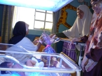 Ibu pesait ini (kanak-kanak mengidap jaundice) menerima sumbangan dar Uzh Norhayati