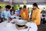 Prof Dr Azmi dan crewnya sibuk menyiapkan mee goreng